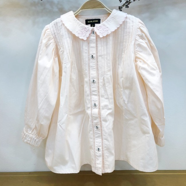 Madeleine blouse with embroidery collar & pintucks(Nude pink)